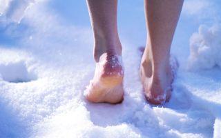 Полезно ли ходить босиком: по снегу, земле, песку, гальке, росе