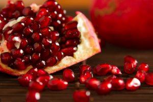 Чем полезен гранат для здоровья человека: польза и вред фрукта для организма, свойства плода, противопоказания