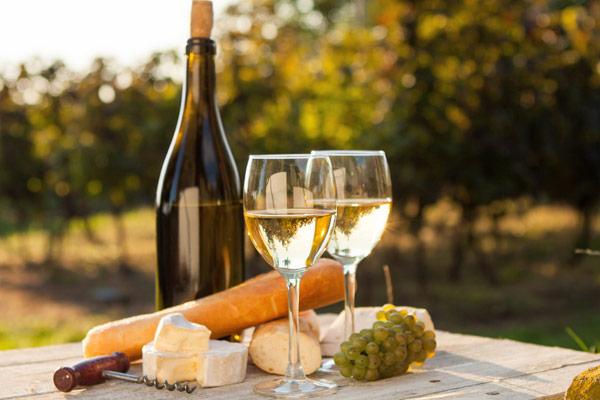 Белое вино - польза и вред для женщин и мужчин