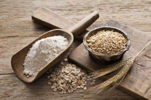 Овсяная мука: калорийность на 100 грамм — 369 ККал. Белки, жиры, углеводы, химический состав.