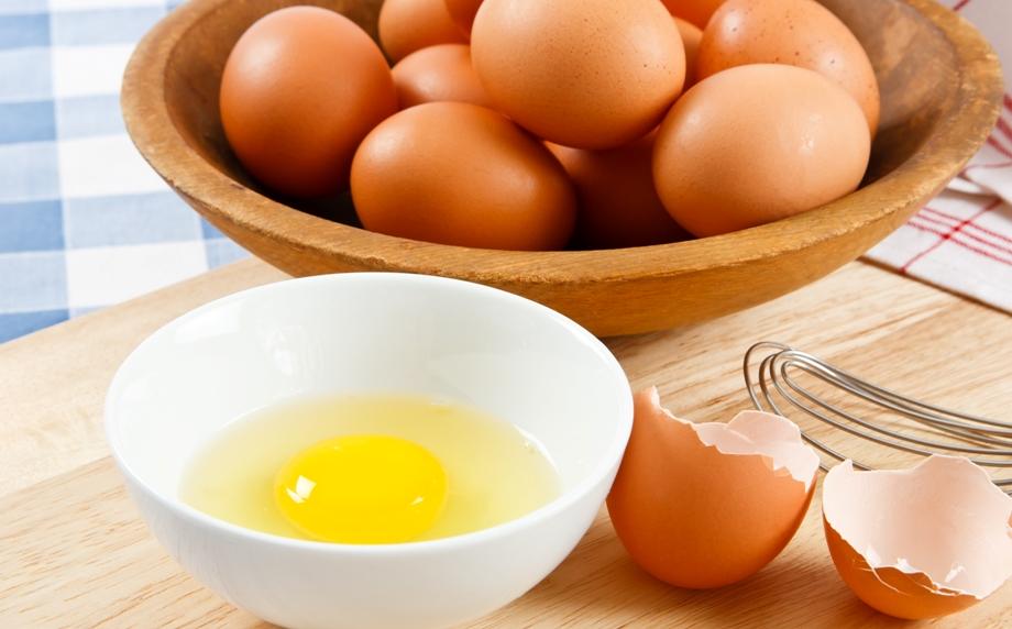 Для чего полезно пить сырые яйца