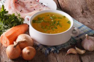 Куриный бульон - польза и вред для организма, калорийность