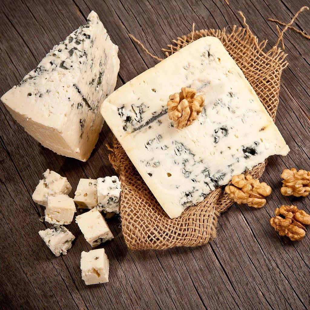 Сыр с голубой и белой плесенью: польза и вред - чем полезен продукт для организма человека