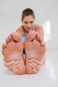 Чем полезен массаж стоп для женщин