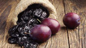 Чем полезен свежий чернослив для организма
