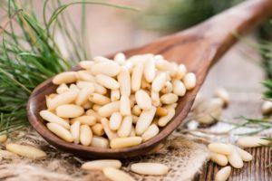 Кедровые орехи: польза, вред и калорийность