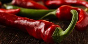 Чем полезен горький перец и кому он противопоказан?