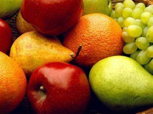 Вредно ли есть фрукты на ночь