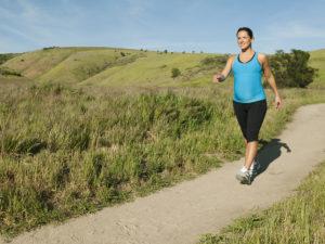 В чем заключается польза ходьбы пешком, сколько нужно ходить в день