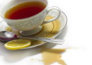Как вывести пятно от чая на белом, цветном белье,мебели