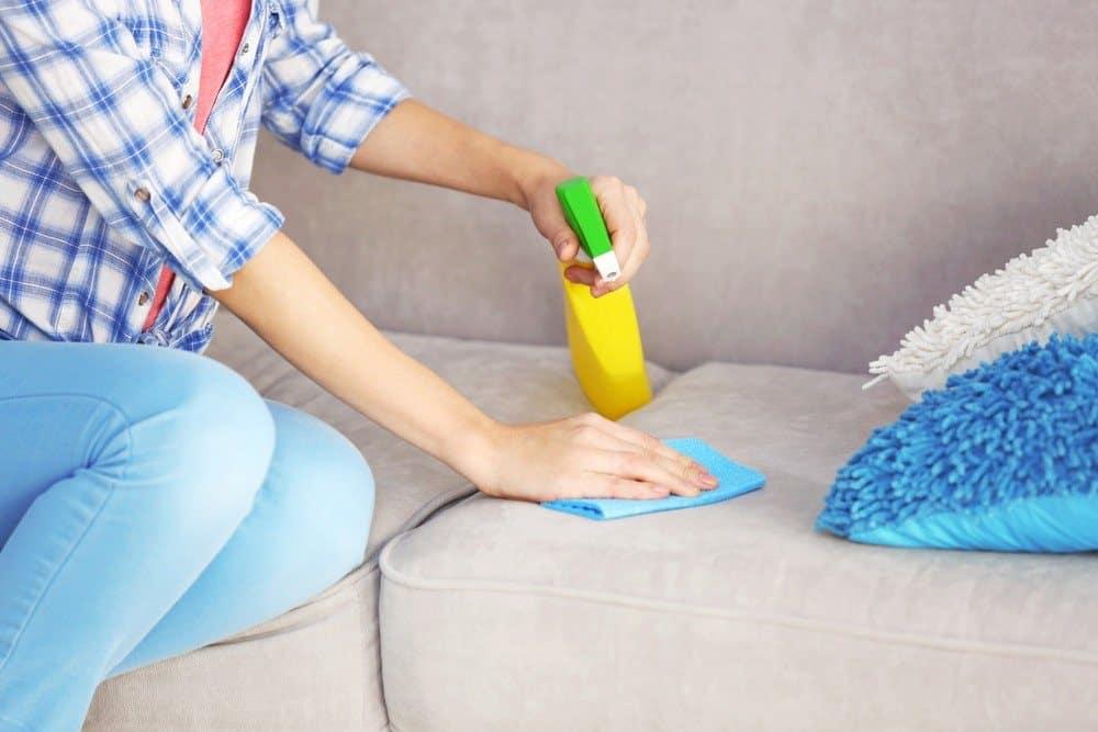 Ребенок описал диван, ковер: как избавиться от запаха детской мочи