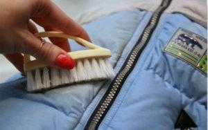 Как отстирать масляное пятно с куртки