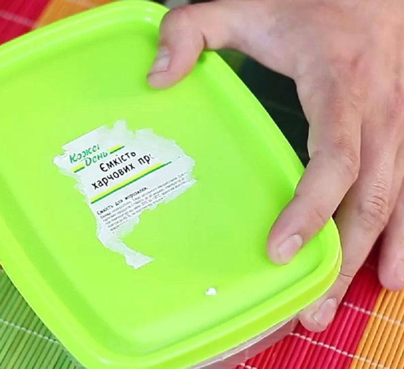 Как убрать клей от наклейки с пластика: чем оттереть след от этикетки с пластмассы, чем можно снять остатки и очистить поверхность?