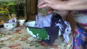 Как отстирать с одежды пятна от одуванчика эффективные методы