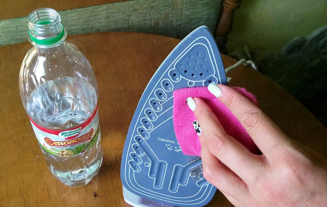 Как очистить утюг от пригоревшей ткани: чем убрать нагар в домашних условиях