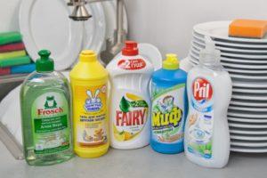 Чем отмыть акриловую краску и не навредить одежде