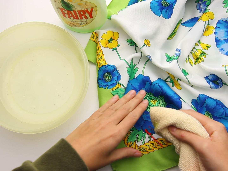 Чем и как вывести пятно от краски с одежды в домашних условиях: способы для разных красок и типов ткани