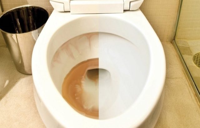 Как убрать ржавые подтеки в унитазе