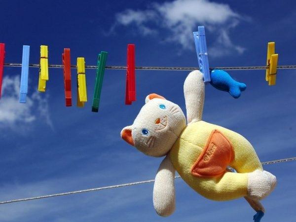 Как стирать мягкие игрушки в стиральной машине и без нее
