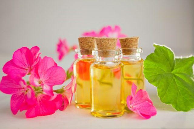 Эфирное масло герани для лица: польза и применение, рецепты масок