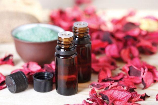 Масло розы для лица, тела и волос: применение в косметологии