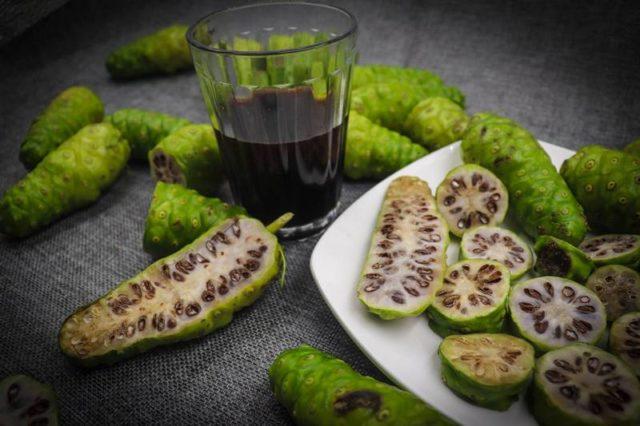 Как пить сок нони: полезные свойства и противопоказания, инструкция по применению